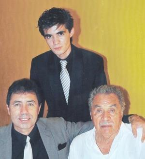 Miguel Dávila Rodríguez, Miguel Dávila Dávila y Miguel Dávila Martínez, en reciente convivio social.