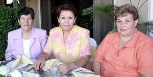 Beatriz Eugenia de Villegas, Maru de Flores y María Guadalupe de Flores.