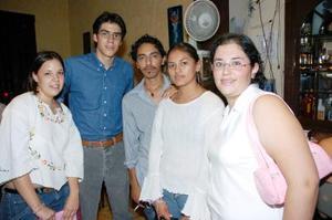 Marcela Castañeda, Alejandro Holguín, Gaby González, Omar Godínez y Kaly Rodríguez.