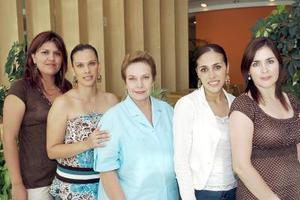Raquel Ivonne Ríos de Acevedo festejó su cumpleaños, con un agradable convivio acompañada por Alma de Gallardo, Raquel de Fernández, Andrea de Villarreal y Bernice de Salmón.