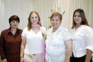 Gabriela Serna disfrutó de una reunión con motivo de su próxima boda, que le organizaron Damy de García, Irma González y Angélica Serna.