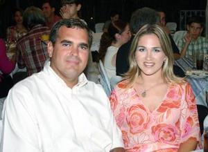 Ricardo Jiménez y Mónica A. de Jiménez.