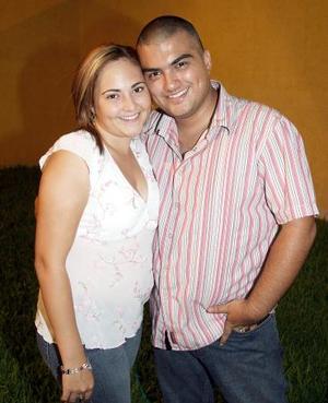 <b>28 de agosto 2005</b><p> Zahira y Rolando Cano.