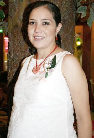 Alma Rosa Bernadac Graciano, captada en la fiesta de canastilla que le organizaron un grupo de amigas por el futuro nacimiento de su primera bebé.