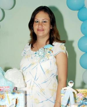 Beatriz Guadalupe González de Ramírez espera el nacimiento de su primer bebé.
