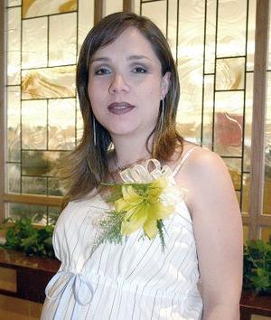 Liliana González de Alday disfrutó de una bonita canastilla que le organizaron su mamá, María Luisa Tinajero de González y su hermana, Gaby González de Gallegos.