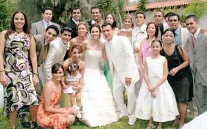 Brenda de García, Luis García, Mario Mojica, Francisco Chapa, Hannan Vallejo, Tania Velázquez, Mayela Barajas, Raúl Martínez, Carlos Vallejo, entre otros, compartieron con los felices novios el día de su boda.