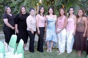 Faride Sánchez Bujama disfrutó de una despedida de soltera, organizada por Faride Bujama Vda. de Sánchez, a la que asistieron amigas y familiares para felicitarla por su cercano enlace.