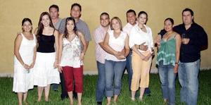 Rolando y Zahira Cano con sus amigos Paola Dorantes, Karem Félix, Érick Sotomayor, Toño Soto, Lizeth de Soto, Héctor Rubio, Griselda de Rubio, Marilú de Durán y Luis Durán.