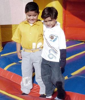 Diego Fernando y Alonso Rangel, en pasado festejo infantil.