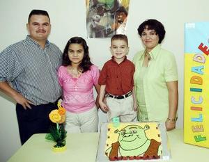 Alejandro López Reyes cumplió cinco años de edad y fue festejado por sus padres, Jaime y Claudia Patricia Reyes de López y su hermanita.