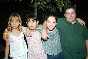 Ana Sofía, Daniela, Andoni y Eduardo Echávarri, en un convivio.