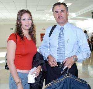 <b>28 de agosto 2005</b><p> Gisela Gálvez y Efraín Robles vivjaron al DF.