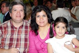 Carlos, Laura y Cristy Echávarri.