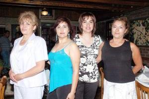 <b>29 de agosto 2005</b><p> Silvia Rojo de Juárez celebró su cumpleaños en compañía de Vicky Torres, Verónica de Holguín y Martha Sepúlveda.
