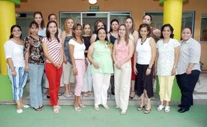 Margarita Gutiérrez de Pineda, con amigas.