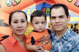 <b>30 de agosto 2005</b><p> Luis Patricio Silerio Mercado fue festejado por sus padres.