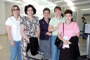 Beatriz de la Peña y Blanca Garza viajaron a México y fueron despedidas por sus familiares.