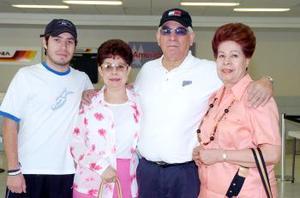 María de la Luz Soto, Manuel Soto y María del Socorro viajaron a Los Ángeles y fueron despdidos porn su sobrino.
