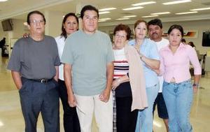 <b>30 de agosto 2005</b><p> Irma y Alfonso Lorea vivjaron a Los Ángeles y los despidió la familia Loera.