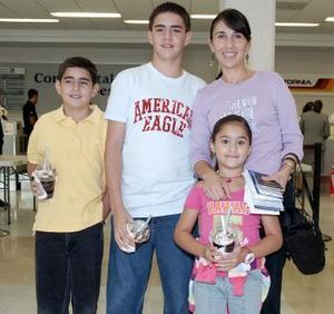 Mónica, Daniel, José Antonio y Miranda viajaron a Virginia.