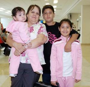 <b>31 de agosto 2005</b><p> Alicia, Jasmín y Felipe Bárcenas vivjaron a Tijuana.