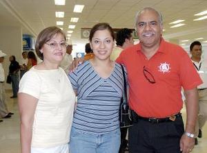 <B>01 de septiembre 2005</b><p>  Wendy Piña viajó a Tijuana y fue despedida por Jovita y Javier.