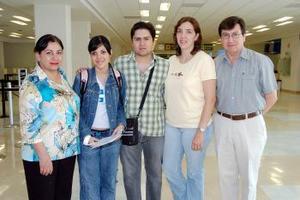 Alicia Montoya viajó a Canadá y fue despedida por sus familiares.