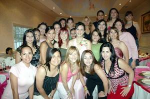 V-Ana Isabel Urbina Amador disfrutó junto a amistades de una amena fiesta de despedida.