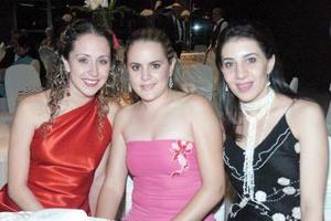 <b>01 de septiembre 2005</b><p> Nelly Fernández, Brenda Baille de Villalobos y Sofía Papadópulos de Mijares.