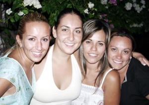 Ginna de Maturino, Mimí de Ruiz, Ana P. de Trujillo y Ale Montes de Oca.