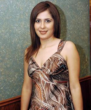 <b>02 de septiembre 2005</b><p> Tahnee Portugal Ríos, en su fiesta de despedida de soltera.
