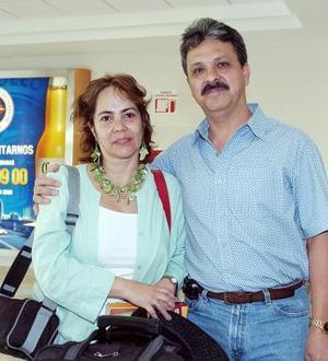 Marucha y Alberto Pérez viajaron con destino a Puerto Vallarta.