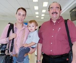 Lorenza Ruiz, Gerardo Méndez y Maximiliano Ruiz viajaron al Distrito Federal.