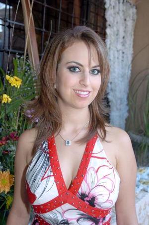 <b>03 de septiembre 2005</b><p>  Sofía Zarzar Handal, en su segunda despedida de soltera.
