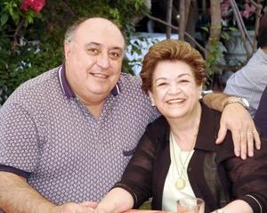 Andrés Baile Calderón y María Luisa Smith de Baille festejaron 40 años de feliz matrimonio, con un convivio.
