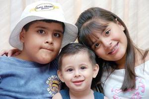 Jorge Cháirez, Rodolfo Reyes y Andrea Cháirez.