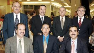 Alejandro Sanz, José Luis Fuentes, Fernando Orozco, Juan José Aguilera, Jaime Manrique, Rolando González y Gabriel de León, captados en pasado acontecimiento.