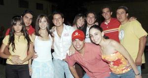 Ricardo Castañeda, Georgina Cassani, Arturo Rivera, Lorena Itrurbide, Ale Rodríguez, René Rivera, Carlos Parra, Anabel Corral y otros amigos.