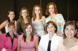 Sofía Zarzar Handal acompañada por Graciela de Rimada, Katia de Zarzar, Linda de Zarzar, Anabel de González, Elsa Lozano de Díaz, Soledad Anaya de Martínez y Marcela Iduñate.
