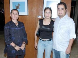 Ionne Villarreal, Guadalupe Martínez y Carlos Ureña.
