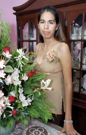 <b>04 de septiembre 2005</b><p> Siara Deyanira Cordero Herrera, captada en la despedida de soltera que le organizaron.