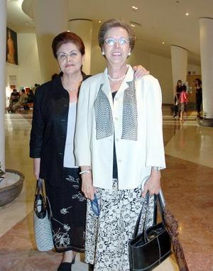 Conchita Arias y Rosario Fernández.