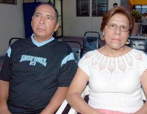 Luis Flores y Georgina Martínez.