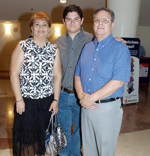 Luis González Luna, María del Socorro R. de González y Samuel González Rodríguez.