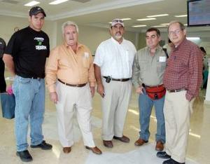 <B>05 de septiembre 2005</b><p> Pedro Almazán, Alejo Hernández, Miguel Anzola y Víctor Flores viajaron a Venezuela y fueron despedidos por Jesús Torralba.