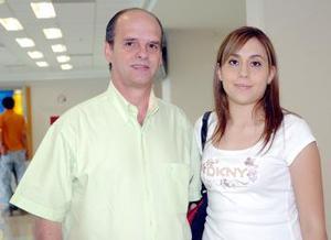 Daniela Díaz viajó a la Ciudad de México y fue despedida por Jorge Gutiérrez.