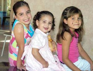 <b>06 de septiembre 2005</b><p> Paula Díaz, Carlita Díaz y Bárbara Estrella.
