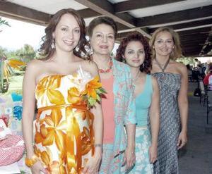 Érika de la Peña de Cantú, en compañía de su mamá, Vivi de De la Peña y sus hermanas Cristina de Nahle y Gretel de Quezada.