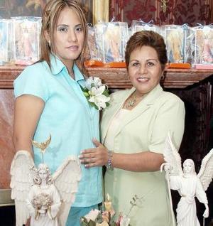 <b>05 de septiembre</b><p> Tania Marcela Lozano Cortés, junto a su mamá Magda Cortés.